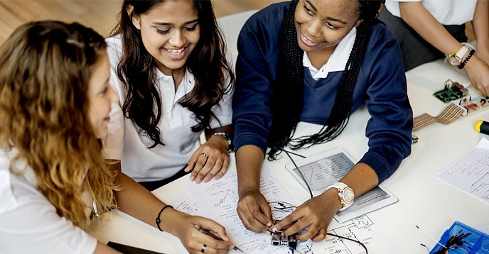 "Informe ""Cracking the code: Girls' and women's education in STEM"""