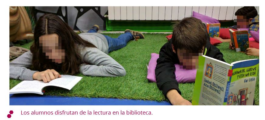 Los alumnos disfrutan de la lectura en la biblioteca