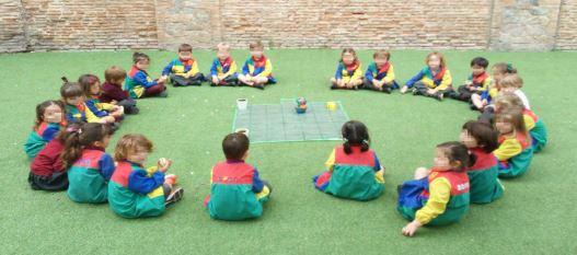 Los alumnos de 3 años muy atentos y preparados...