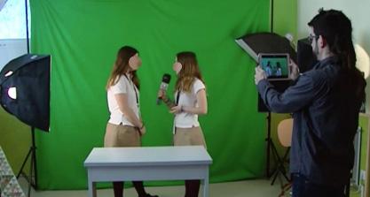 Alumnos grabando un vídeo