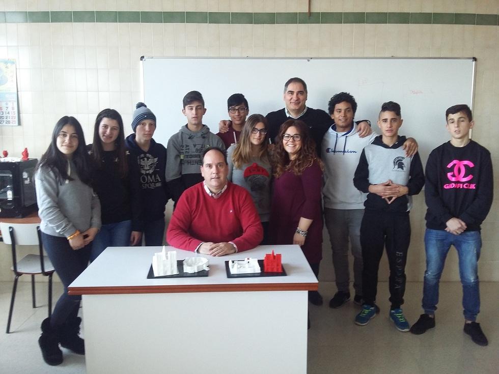 Grupo de alumnos y profesores que han llevado a cabo el proyecto