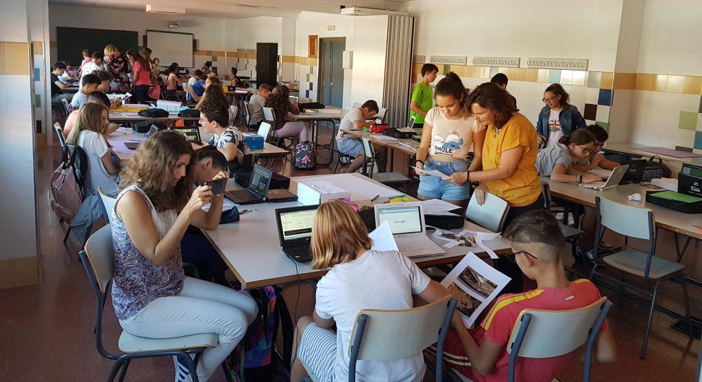 El alumnado trabaja apoyado en todo momento por el profesorado.