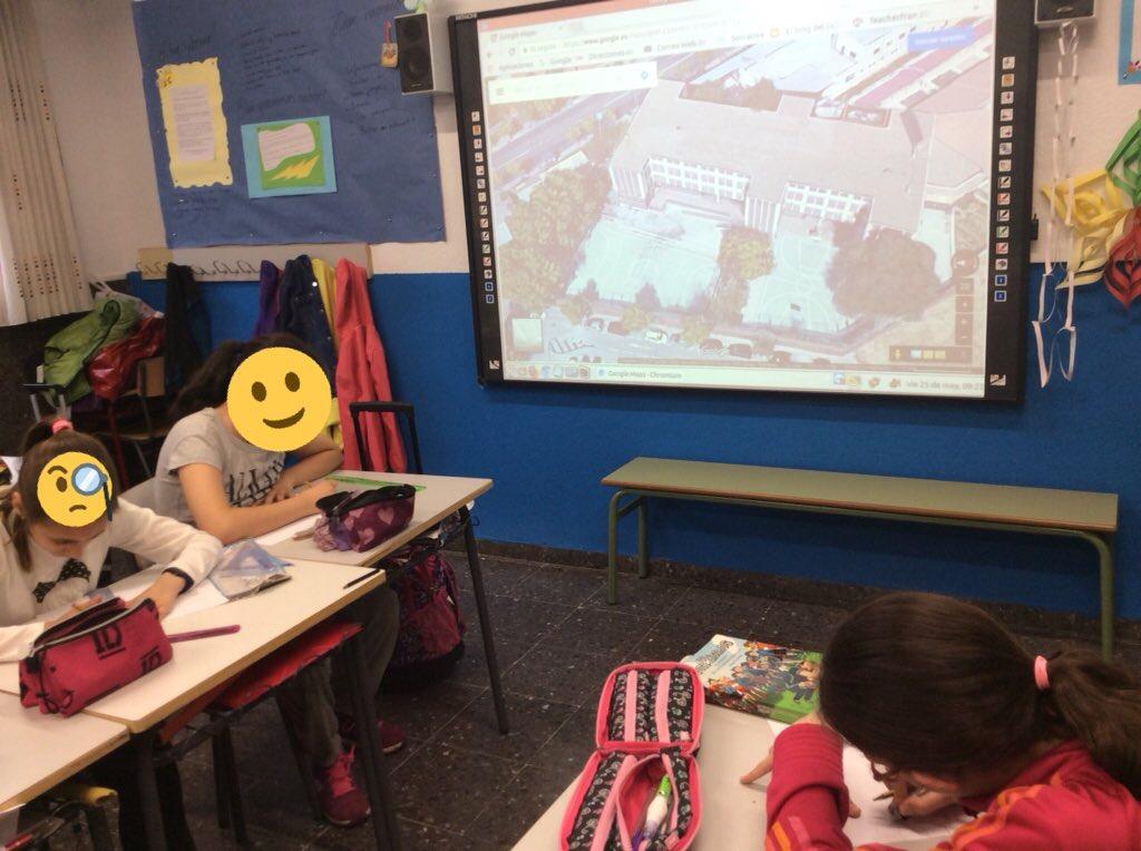 Alumnos creando sus mapas