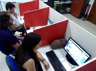 Imagen 12. Estudiantes utilizando Joomla en un taller