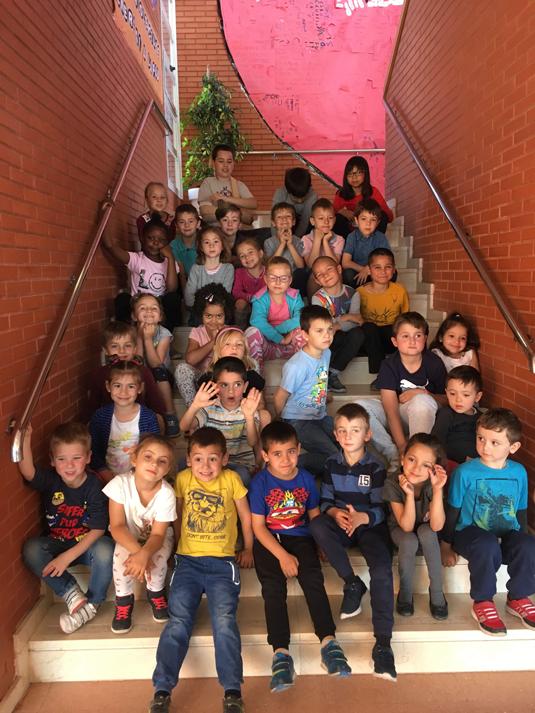 Los alumnos de 5 años C y el aula CIL.