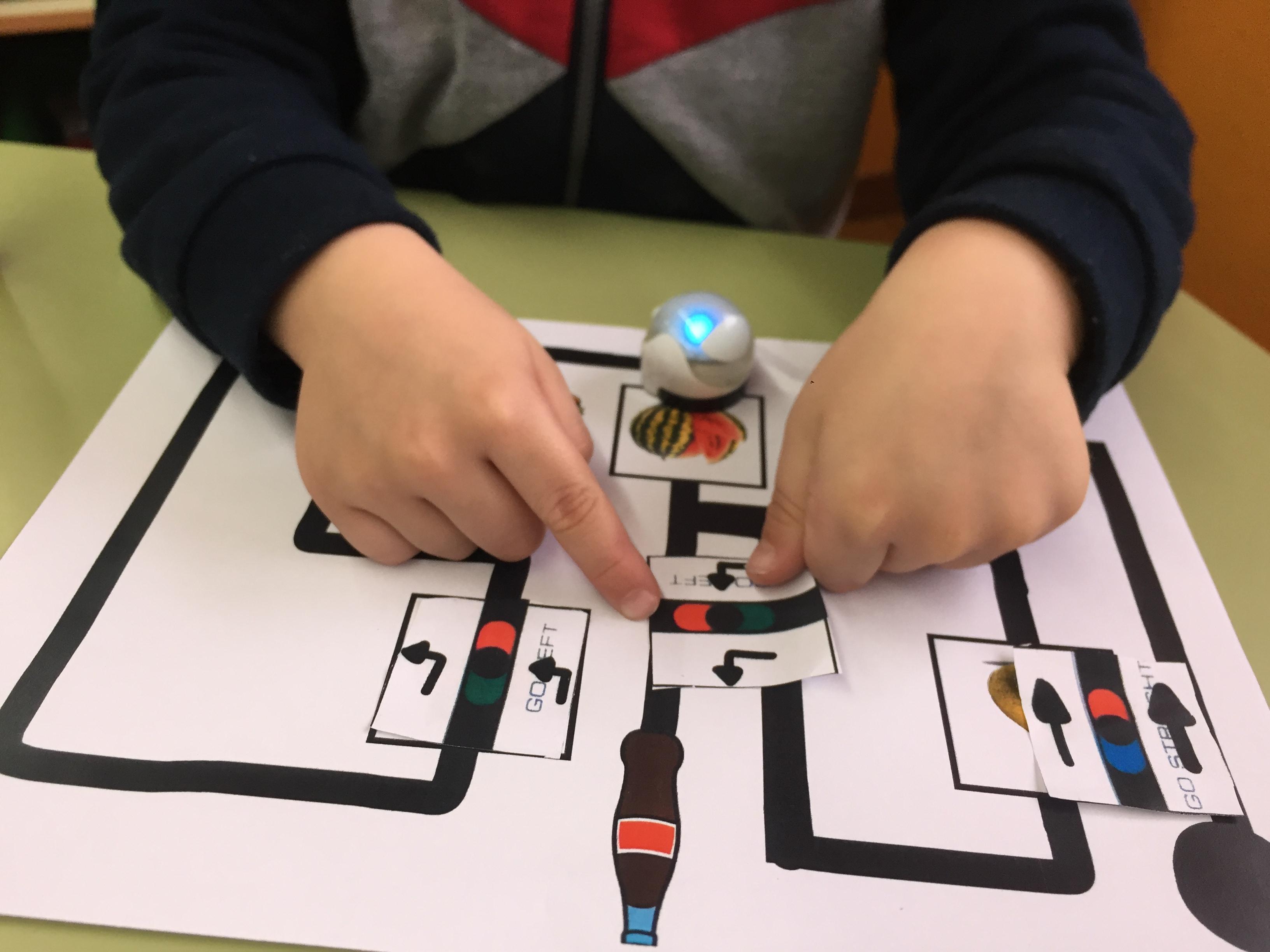 Programando el Ozobot con códigos de colores.