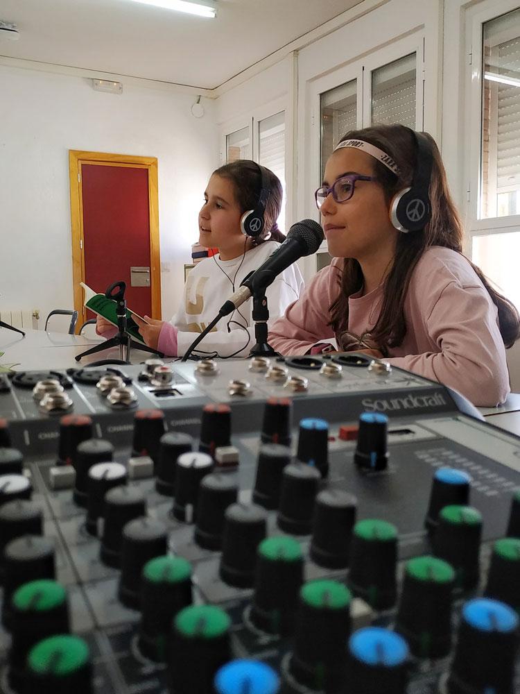 Grabación de los primeros programas de Radio Camino Verde.