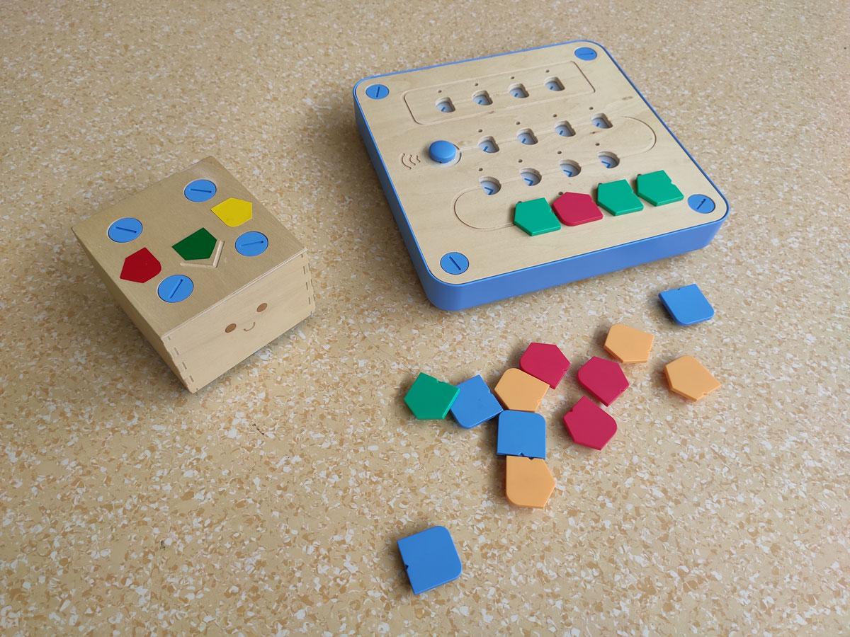 Cubetto y su control de programación.