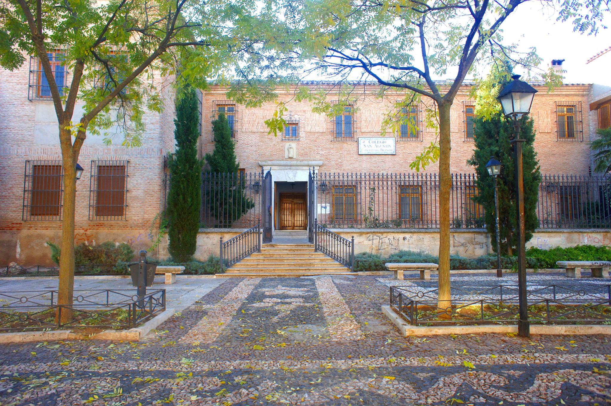 Entrada Colegio San Agustín