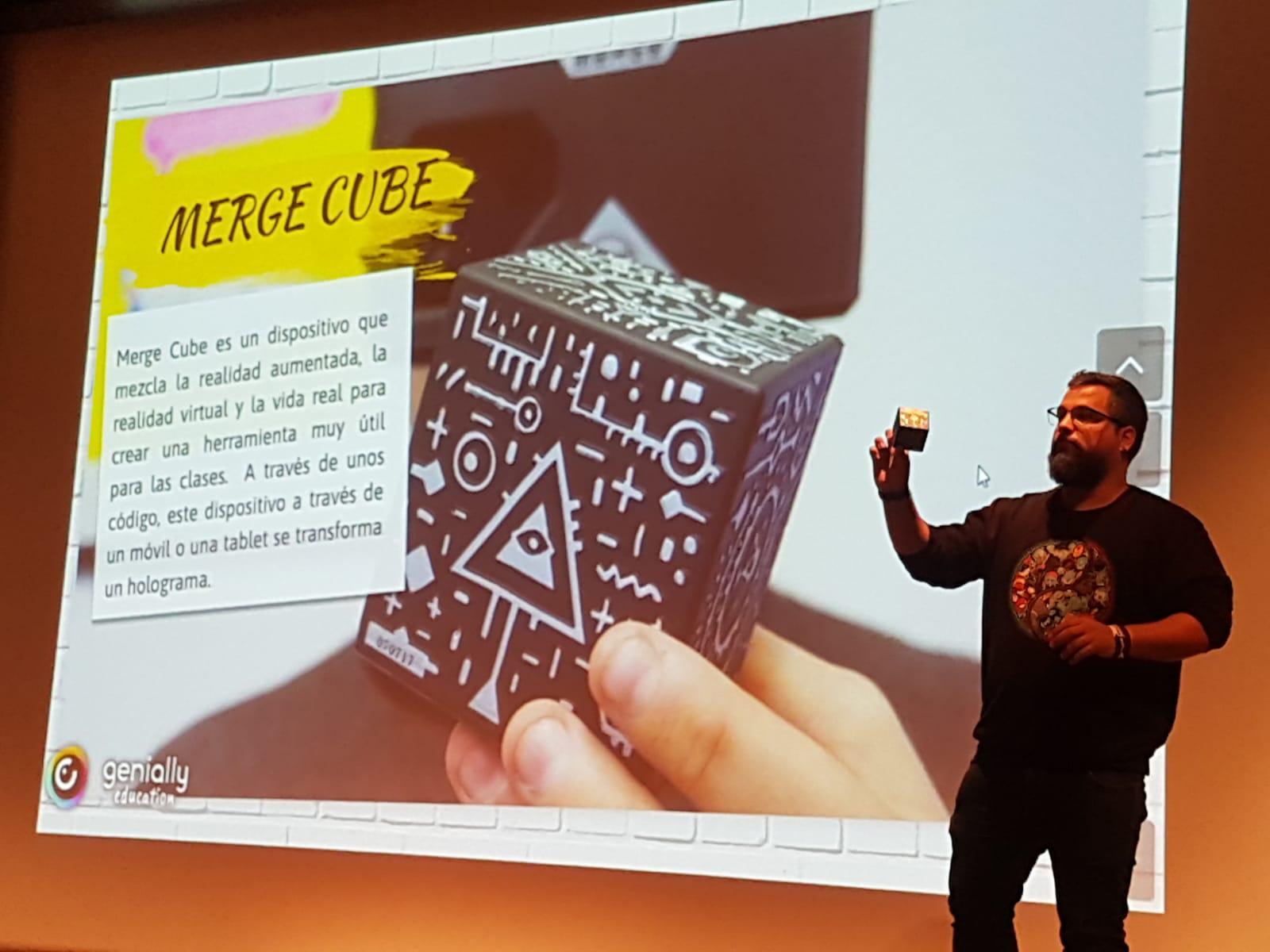 """Nuestra herramienta: el """"Merge Cube""""."""