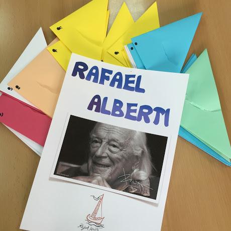 """Presentación de Alberti y """"Se equivocó la paloma"""" con papiroflexia."""