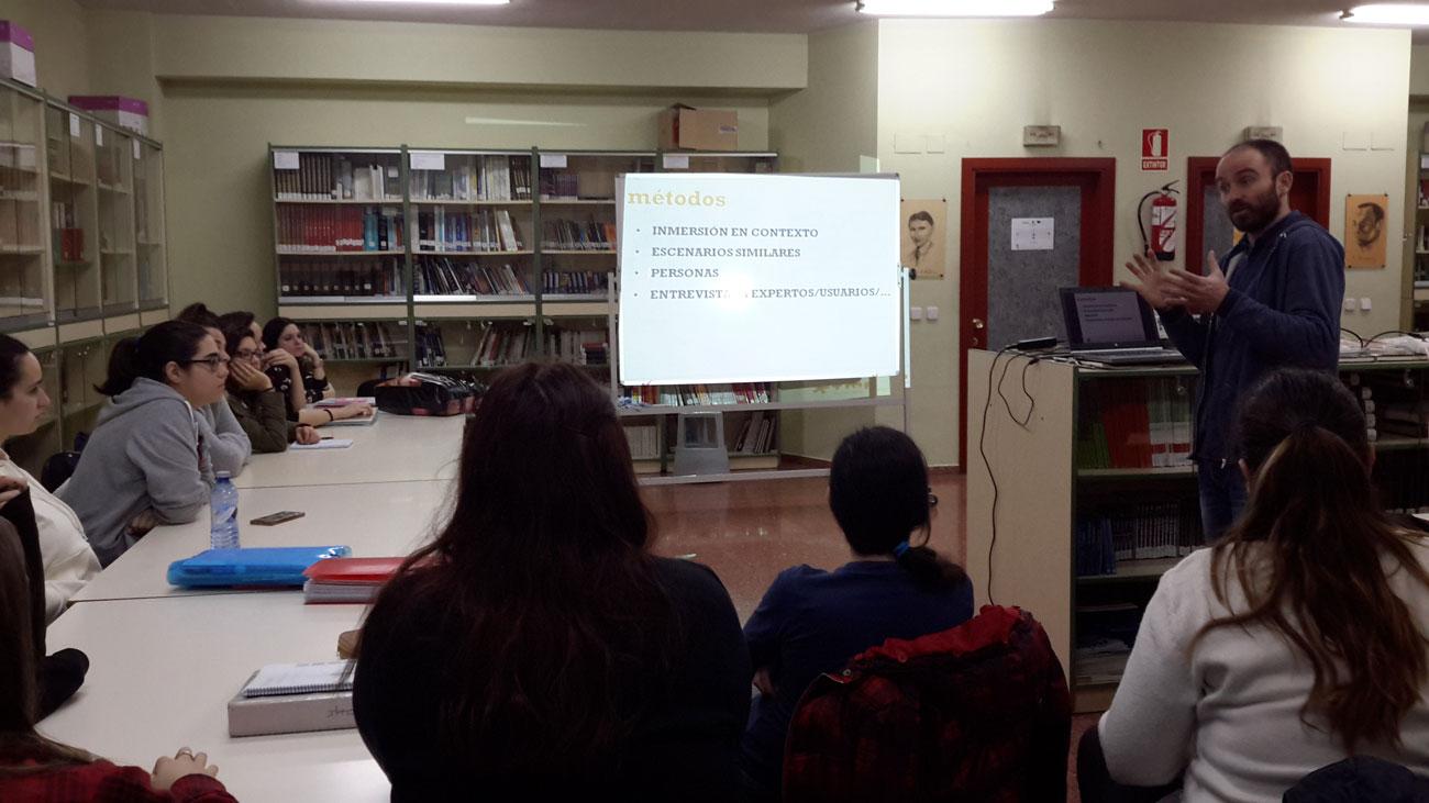 Iván Diego Rodríguez (Valnalón) imparte un taller sobre Pensamiento de Diseño.