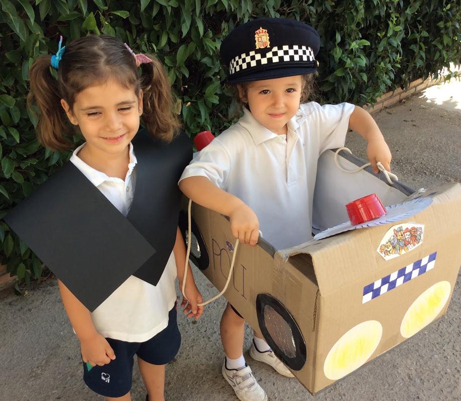 Construimos un coche policía con material reciclable, y un juez nos explica lo que ocurriría si no cumplimos las normas viales.