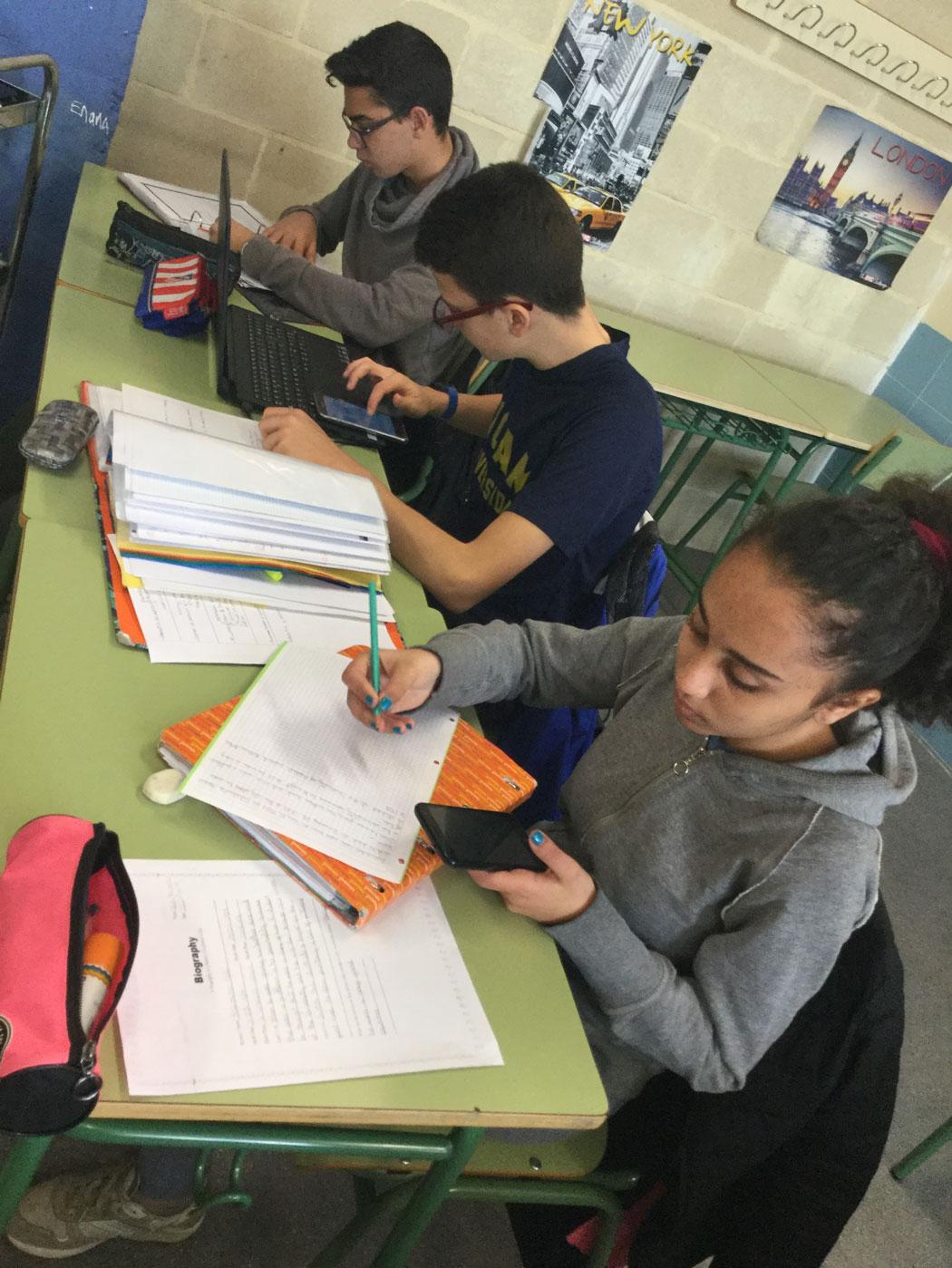 Utilizando dispositivos propios en el aula de inglés.