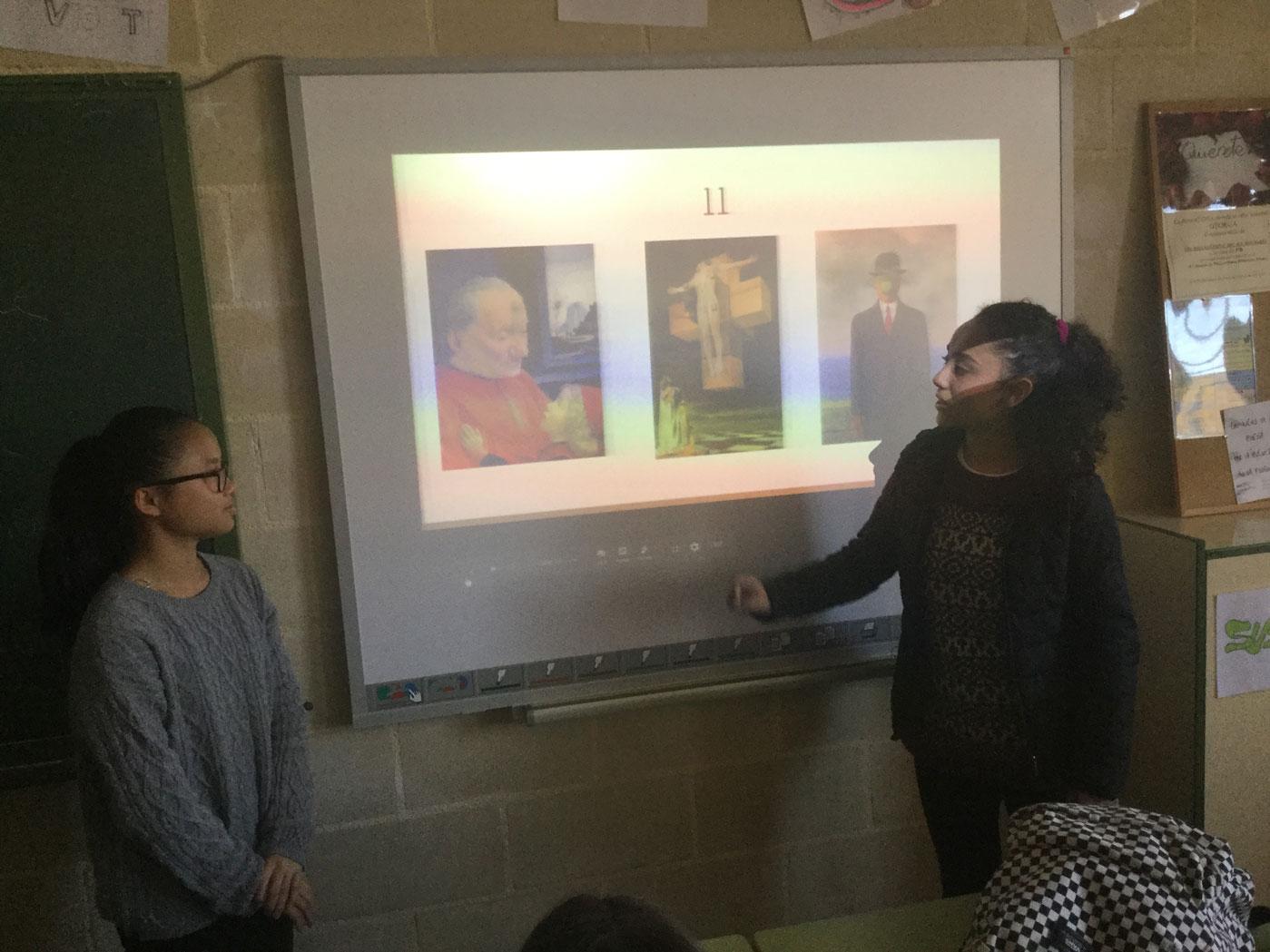 Role play acordando la obra a exponer en el aula.