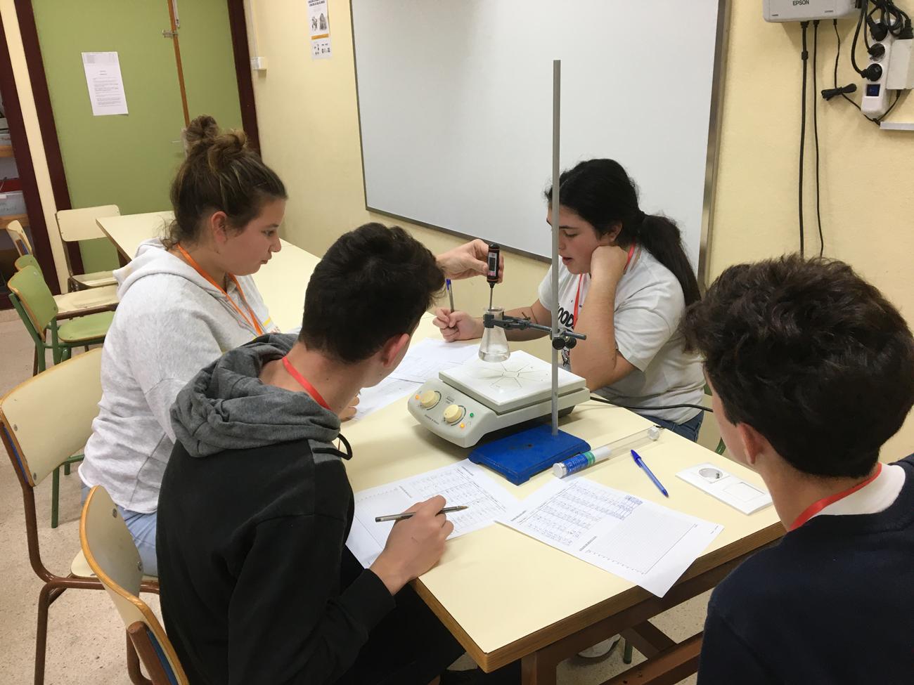 Las prácticas de laboratorio grupales también son evaluables.